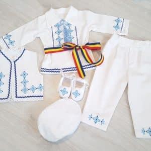 Costumas traditional de botez